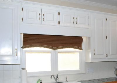 arched bottom roman shade over sink